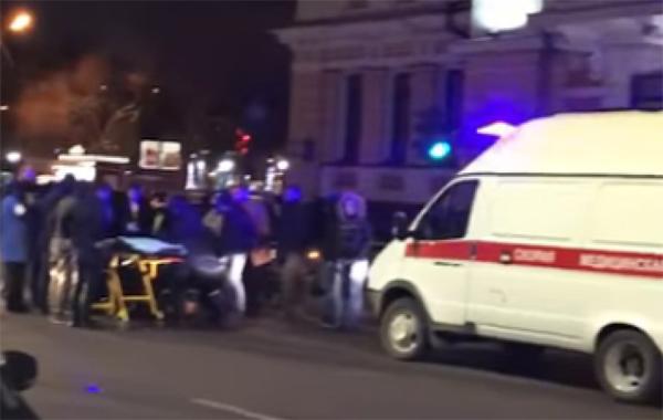 Размещена видеозапись сместа жуткого ДТП вНижнем Новгороде около ночного клуба