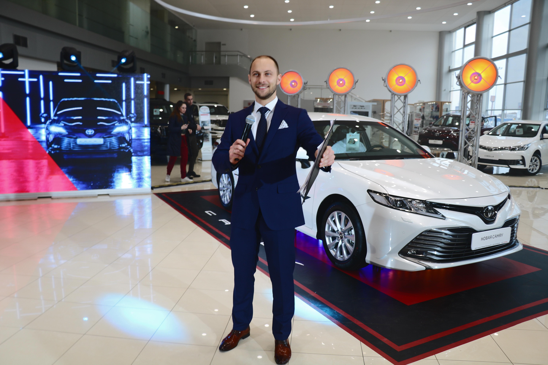 Презентация Toyota Camry 2018 фото