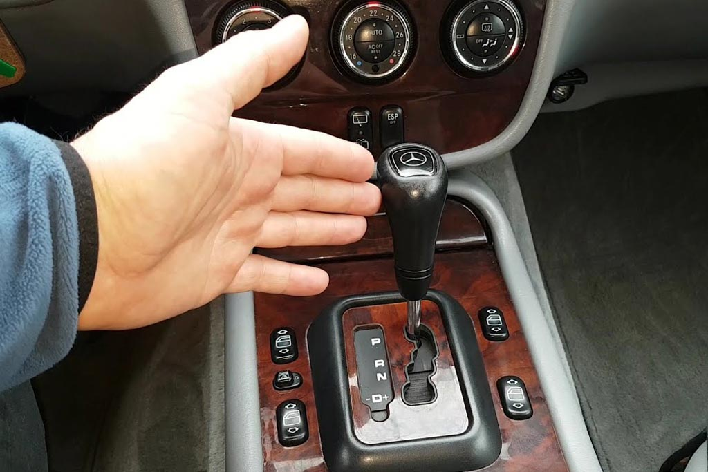 Сложность управления машины с механикой