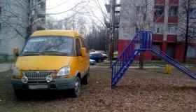 За парковку такси и «ГАЗелей» во дворе будут штрафовать – готовят санкции
